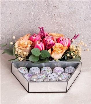 badem ezmeli çikolata, lale, gül , çiçek çikolata kutu