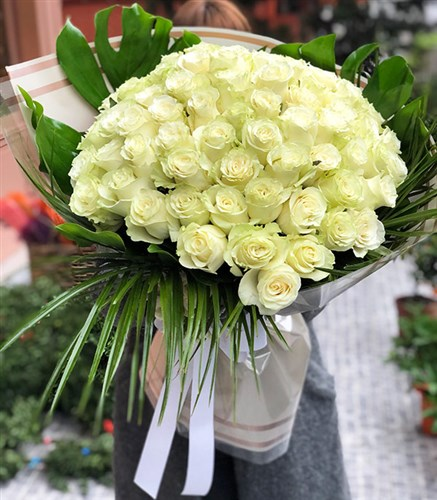 Grand Deluxe White Rose Bouquet