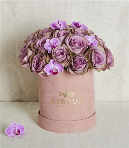 Lilac Roses in Pink Box