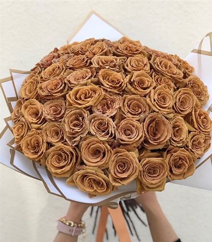Tofi Caramel 50 Roses Grand Bouquet
